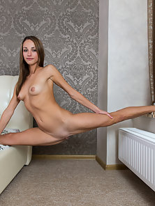 Skinny Babe Showing Her Figure by Spreading Her Legs