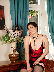 Hot Housewife Looks Sexy in Her Tight Red Dress