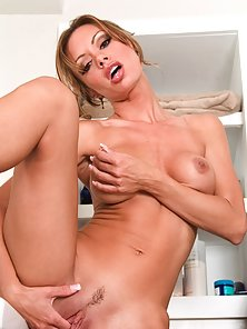 Round Breast and Big Ass Crissy Moran Fingering Her Pussy in Hoot Mood