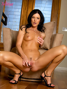 Sexy Brunette India Summers Fucking With a Dildo in Naughty Action