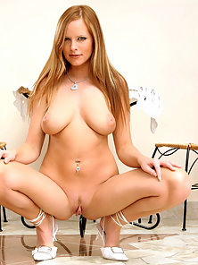 Blonde Busty Babe Carmen Gemini Expose Her Pussy and Ass Hole in Doggystyle