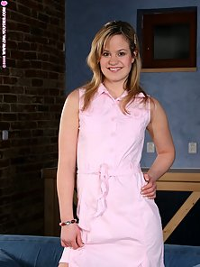 Warm Dildo Action by a Cute Chick Tracey with Great Passion