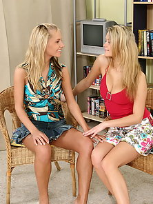 Two Blonde Cute Teens Munching Their Pussies and Fucked By a Dildo