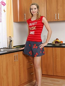Dazzling Beauty Aneta Fucks Various Fruits and Vegetables Inside Kitchen Room