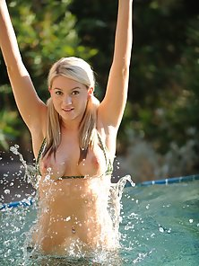 Sexy Blonde Shows Her Tits In The Pool