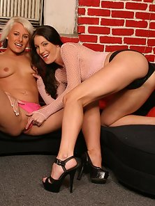 Horny lesbian pornstars Brandi Lyon and Angel Couture cram their cunts with a dildo