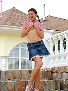 Pink Dressed Hot Babe Stracy Enjoy Huge Fake Dick Penetration In Outdoor