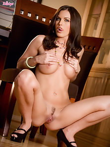 Brunette Sexy Babe Paxton Expose Her Naked Body and Gets Nice Boob Pressing
