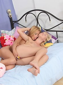 Eye Catching Babe Gets Breast Feeding and Pussy Sucking Pleasure By Her Babe
