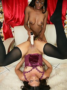 Two Messy Ebony Chicks Fucking Each Other Juicy Cunt by Drilling Dildo
