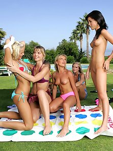 Nude Bodies Babes Dorina Liz P Jackie and Paulina Displays Kissing At Outdoor