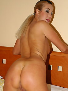 Kristyna Loves to Masturbate in Addition to Huge Objects