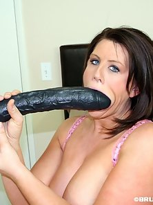 Huge Tit Sexy Lisa Black Dildo Ride and Hammered In Living Room