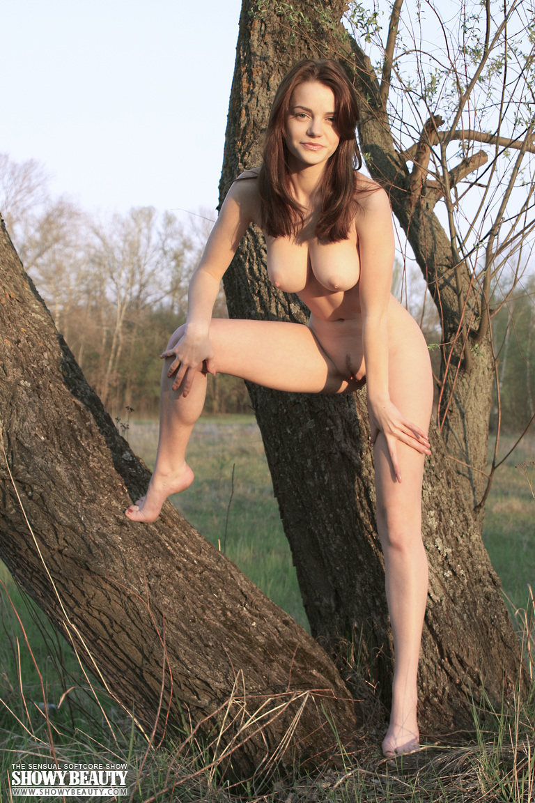 nude-forest-babe