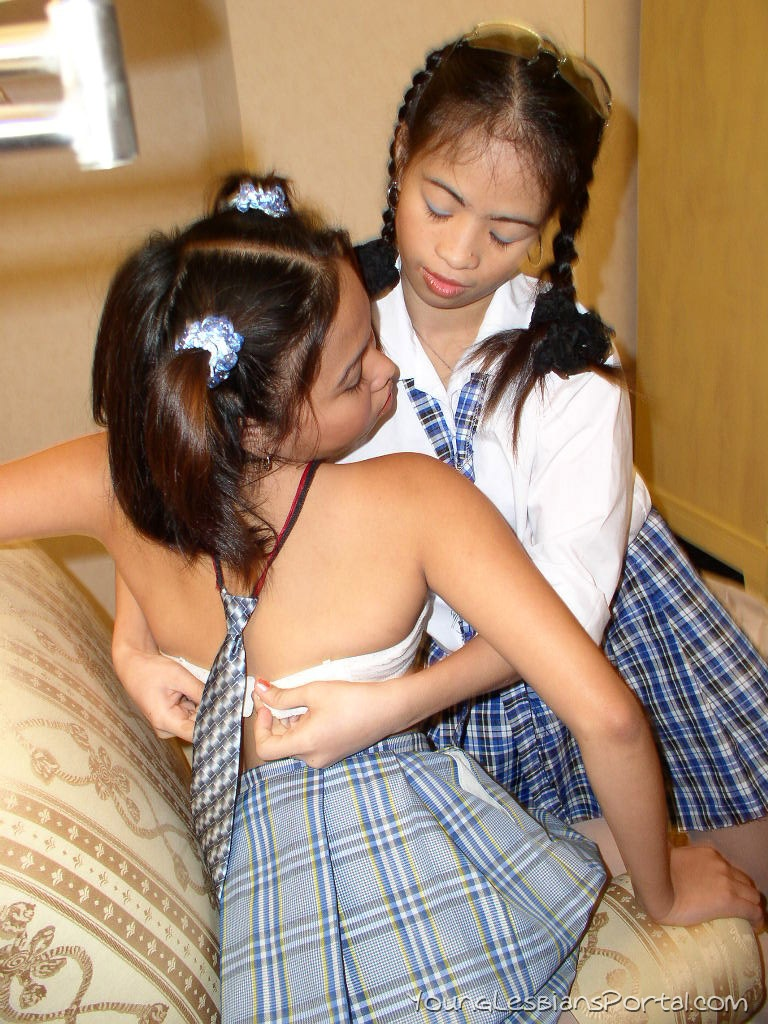 Wow Amateur School Girls Takes Their Sex Pleasure In Tight Pussy