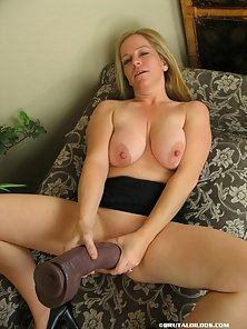 Big Breasted Blonde Chick Lynn Making Rubbing With Her Own Massive Boobs