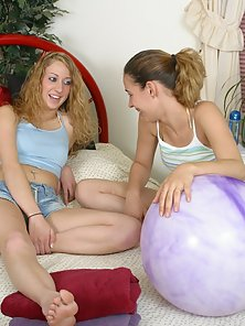 Ashleigh and Jaculia Enjoying Nipple Cirling and Twat Fingering With Licking Nicely