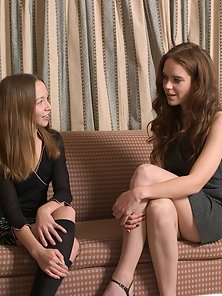 Beauty Lesbian Babes Kimberly and Elizabeth Licking And 69 Posing