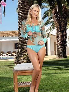Skinny Blonde Babe Sharon in Bikini Outdoor Naked and Toying Action