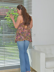 Sexy Housewife in Jean Teasing Her Half Naked Shape