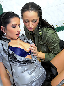 Free porn gallery picture Two girls bathing