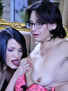 Glasses Wearing Mature Babe Lillian Gets tits Feeding and Pussy Licking Pose by Hetty