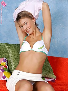 Charming Blonde Paulina Rides the Sybian Indoors Like First Time