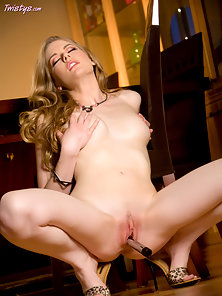 Milky White babe stuffing her pink pussy