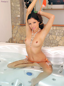 Charming Chick Peaches Expose Her Shaves Pussy by Stretching In Her Fingers