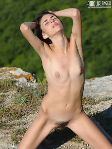 Natural Unshaved Pussy Giving Hot Attraction In Outdoor On The Top Of A Mountain