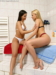 Sexy Brunette and Blond Babe Daphne and Jo Enjoying Licking Bath Sex