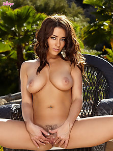 Hot Brunette Babe Taylor Vixen Remove Her Bikini Shows Pussy with Rubbing Action