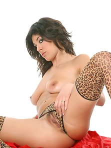 Watch Sandra Belle showing her perfect body