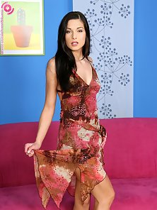Hot Girl Evelyn Dildoing on Pink Couch