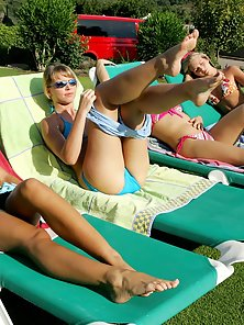 Shinning Babes Paulina Dorina Liz and Sharon Enjoys Licking Actions At Outdoor
