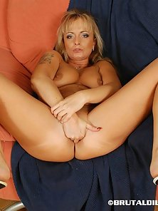 Tattooed Blonde Milf Fisting Her Deep Pussy and Dildo Drilling