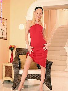 Super Slim Blonde Babe Gitta Nice Fingering with Huge Roaring in Bare Body