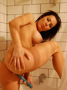 Sexy Nude Brunette Chick Deeply Fucking Her Pussy Bya Dildo in Bathroom
