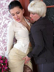Gorgeous Penny Gets Deeply Fingering By Outstand Babe Laura