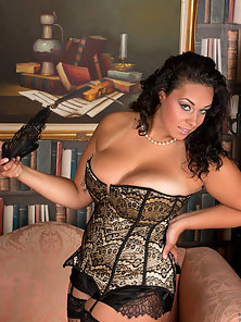 Sexy Mommy Shows Her Lusty Shape in Lingerie and Fishnet Stockings