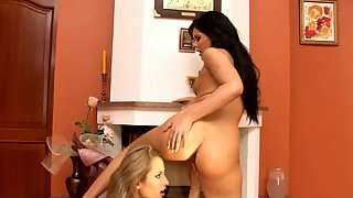 Beauty Lesbians Nipple Lick Then 69 Twats Eat